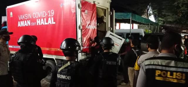 Brimob Kawal Pengiriman Vaksin Sinovac di Aceh Tamiang