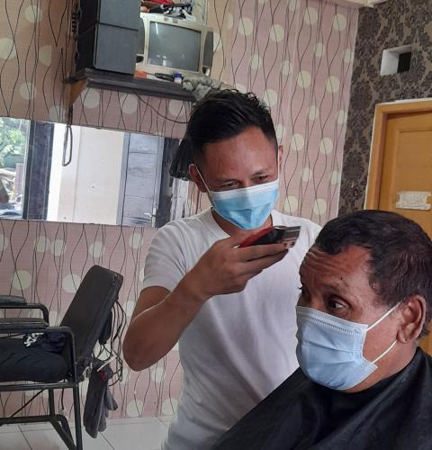 Masih Situasi Pandemi, Pemangkas Rambut Wajib Pakai Masker