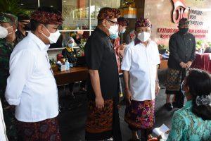 Dukung Pemerintah Maksimalkan Vaksinasi Sektor Pelayanan Publik. Pegawai Industri Jasa Keuangan Lakukan Vaksinasi di Kantor OJK Bali