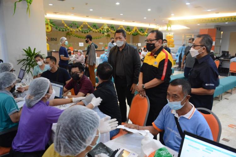 Sebanyak 1100 Pegawai Perbankan se-Kota Denpasar Hari Ini Mendapatkan Layanan Vaksinasi Covid-19