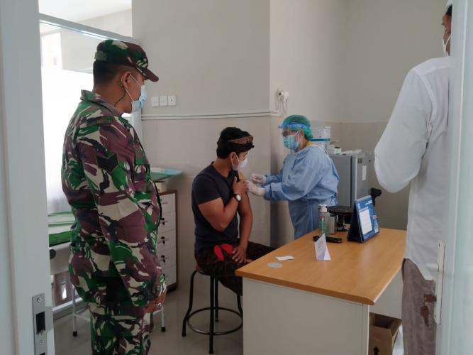 Kodim1610/Klungkung dan Diskes Fasilitasi Vaksinasi Terhadap Purnawirawan