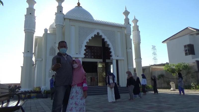 Patuhi Protokol Kesehatan, Wisata Masjid 'Taj Mahal' di Gresik