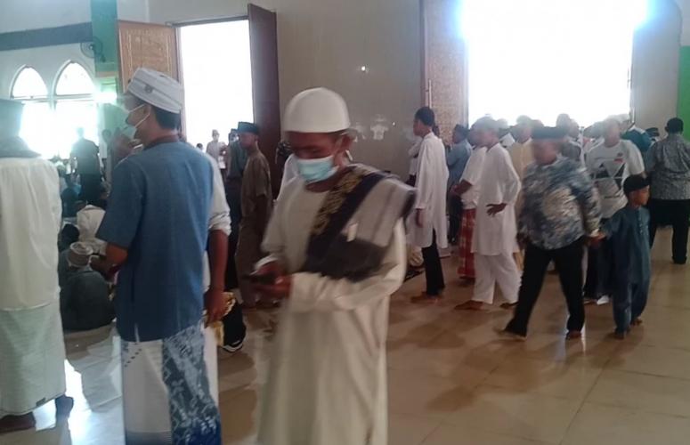 Shalat Jumat di Masjid Al – Istiqomah, Harus Pakai Masker