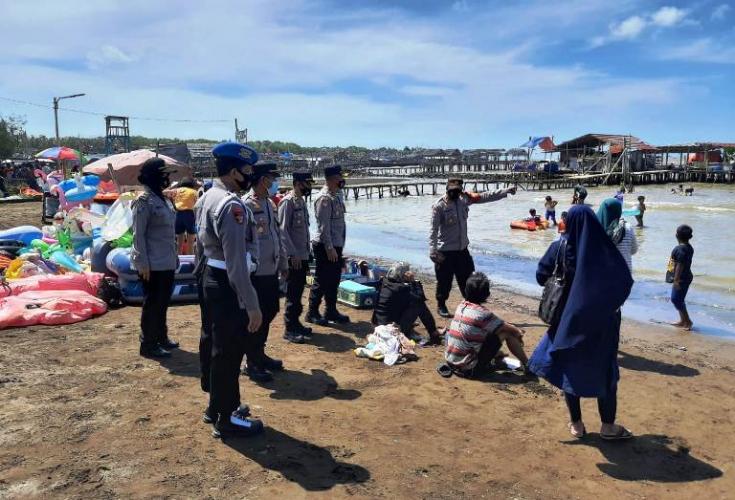 Polres Indramayu Imbau Prokes Pada Masyarakat Di Lokasi Wisata