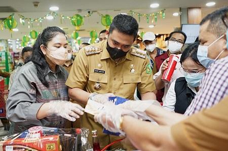 Walikota Medan Tinjau Pasar Pastikan Kebutuhan Pokok Terkendali dan Imbau Prokes