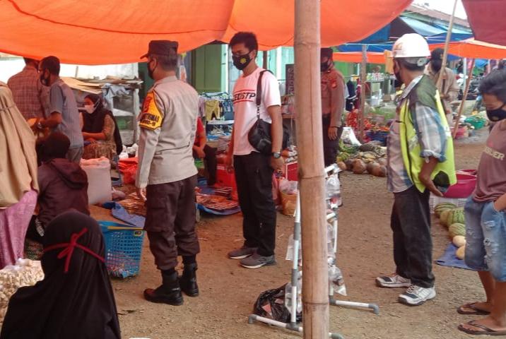 Personel Polsek Ini Imbau Pengunjung Pasar Patuhi Prokes