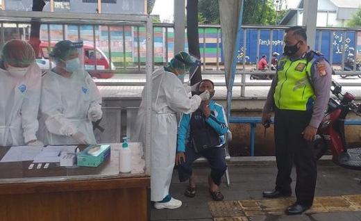 Pendatang ke Tangerang Wajib Tes Swab Antigen