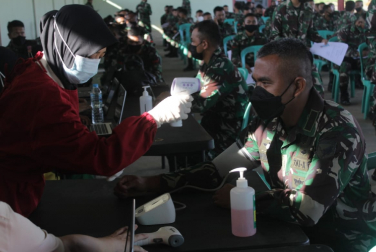 Anggota TNI AD Batalyon Kavaleri 12 Mempawah Vaksinasi COVID-19