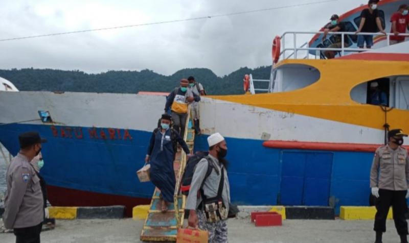 Antisipasi Kenaikan Kasus Positif COVID-19, Polisi Perketat Prokes di Pintu Masuk Pelabuhan