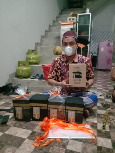Inspiratif, Untung Jutaan dari Produksi Kotak Tabungan Berbentuk Ka'bah di Masa Pandemi Covid-19