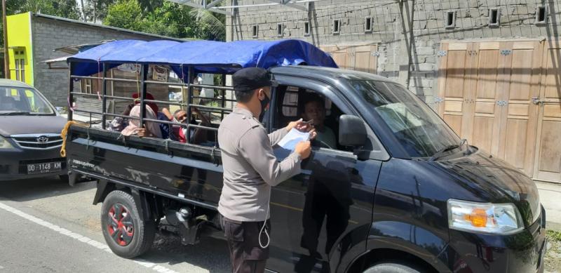 Kasat Samapta Polres Pasangkayu Edukasi Warga Pengguna Jalan Taati Prokes