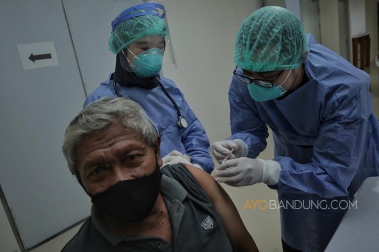 Lansia Subang Hindari Covid-19 dengan Vaksinasi