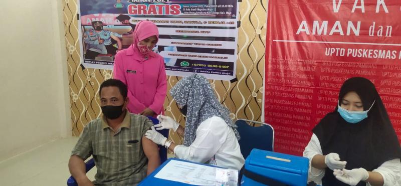 Sambut HUT Bhayangkara, Polsek Pammana Polres Wajo Gelar Vaksinasi Massal Gratis