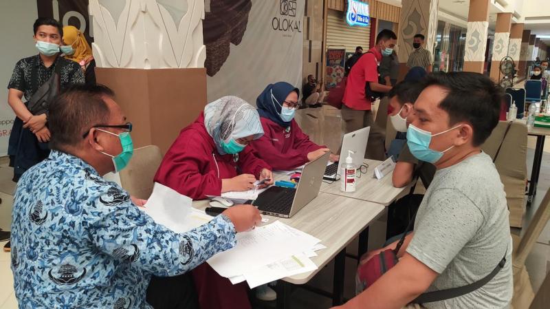 500 Pekerja Pusat Perbelanjaan di Kota Cirebon Divaksin Covid