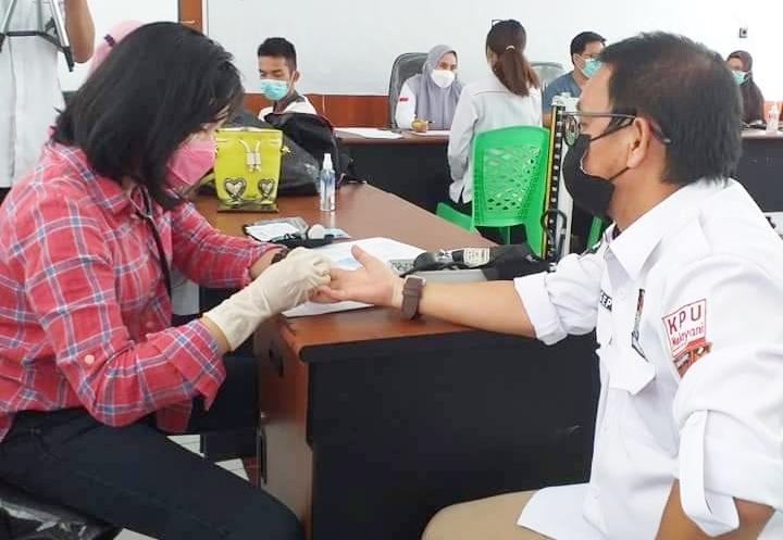 Personil KPU dan Bawaslu Kotamobagu, Jalani Vaksinasi Covid Dosis Pertama