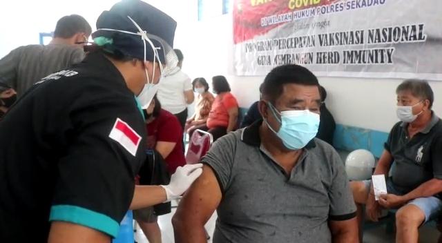 Vaksinasi Lansia, Aritonang Ajak Masyarakat Dukung Program Pemerintah