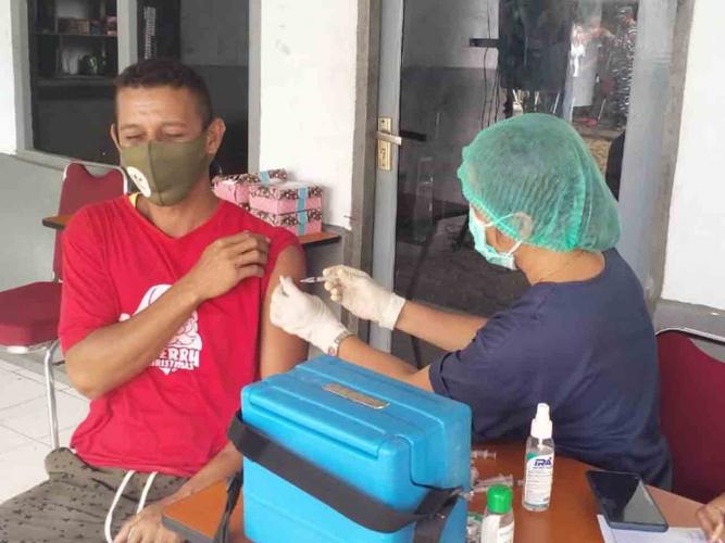 Lantamal Ambon Gelar Vaksinasi Bagi Warga Pesisir