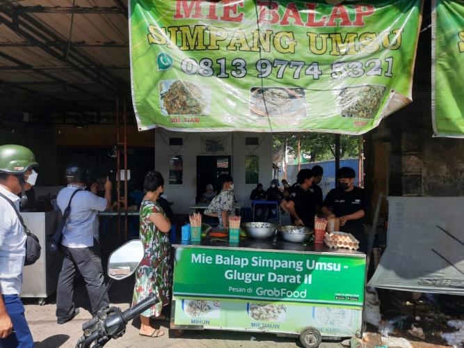 PPKM Darurat, Polsek Medan Timur Tutup Usaha Non Esensial