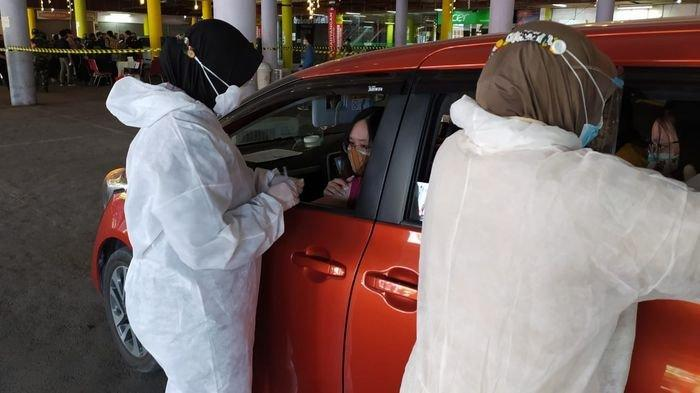 Lanal Cirebon Gelar Vaksinasi Covid Drive Thru Warga Tetap di Mobil dari Skrining Hingga Disuntik
