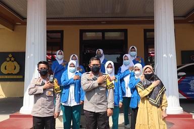 Mahasiswa Unikal Jadi Relawan Gerai Vaksin TNI-Polri di Pemalang