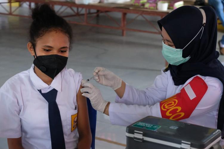 Gerai Vaksinasi TNI-Polri di Manokwari Terus Jemput Bola
