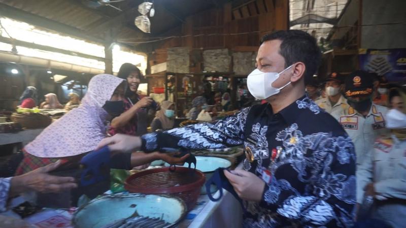 Pantau Kepatuhan Prokes, Wali Kota Turun Ke Pasar