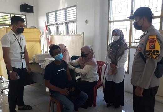 Antusiasme Tinggi, Warga Duri Timur Akhirnya Jalani Vaksinasi