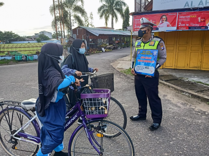 Satlantas Polres Seruyan Ingatkan Pengendara Patuhi Prokes