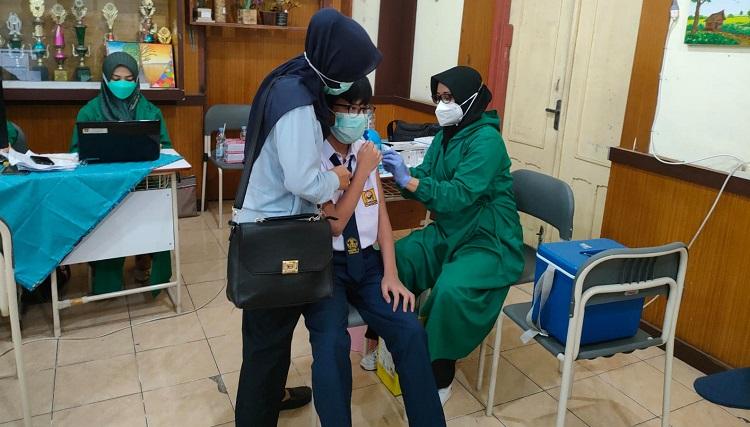 DKK Padang Mulai Lakukan Vaksinasi Covid-19 terhadap Pelajar SLTP