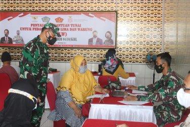 Peduli Dampak Pandemi Kodim Salurkan Bantuan Tunai Untuk PKL