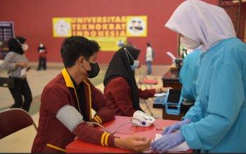 Gandeng OJK-Apindo Universitas Teknokrat Laksanakan Vaksinasi Massal