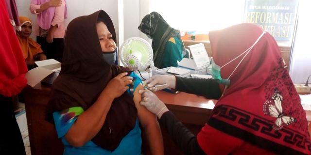 300 Warga Bayang Ikuti Vaksinasi