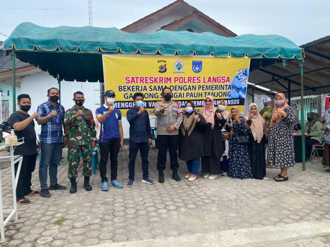 Warga Gampong Sungai Pauh Tanjong Ikut Vaksi Masal