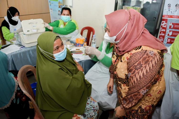 Bupati Kasmarni Berharap 3.000 Vaksin Kompak di Pinggir Jangkau Masyarakat Pelosok