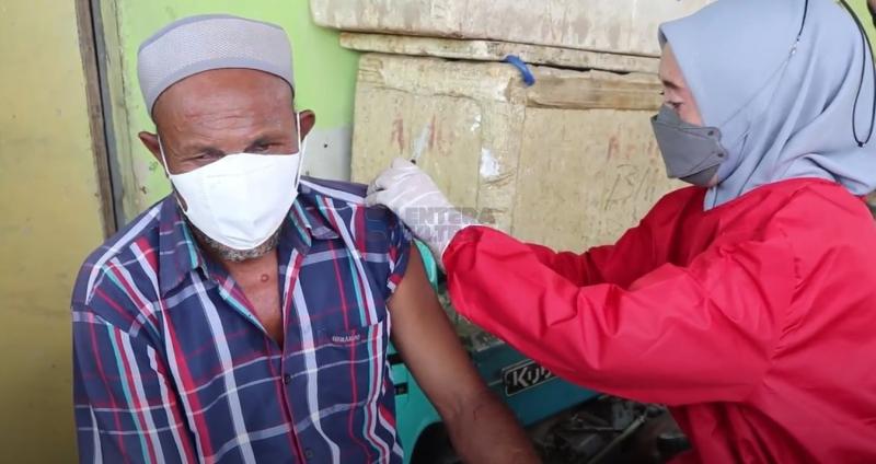 Layani Vaksin Lansia, BIN Sultra Turun Langsung ke Rumah-rumah Warga