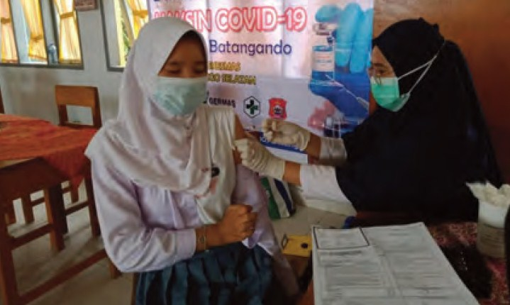 Bupati Bonebol Edukasi Siswa Pentingnya Vaksin dan Protkes