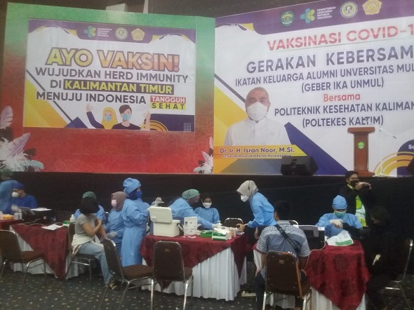 Ika Unmul dan Poltekkes Kaltim Gelar Vaksinasi Covid-19 Untuk Mahasiswa dan Warga Samarinda